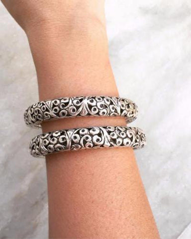 TRIBAL JALI SILVER BANGLE
