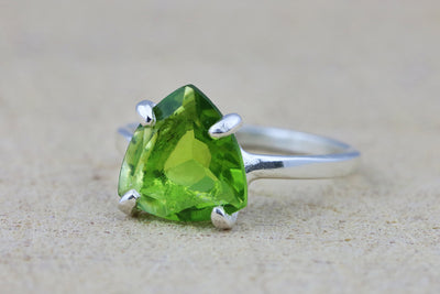 Triangle peridot ring,silver ring,green ring,gemstone ring,semiprecious ring,trillion ring,Peridot jewelry August