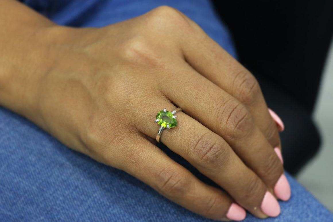 Peridot ring,August birthstone ring,silver stacking ring,Peridot gemstone ring,silver prong ring,solitaire rings