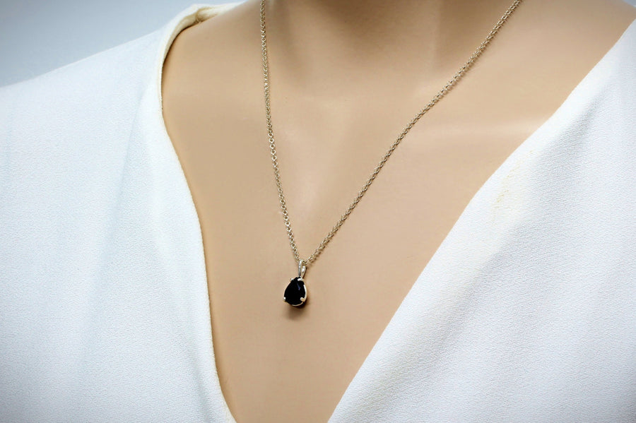black onyx necklace,silver necklace,simple necklace,everyday necklace,gemstone necklace,black necklace,delicate neckalce