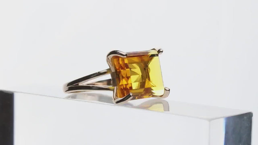 Glamorous Rectangle Citrine Ring in 14k Gold