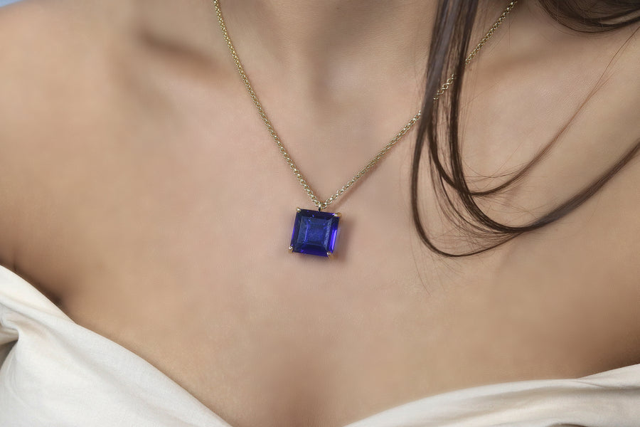 Blue Sapphire Pendant Necklace in Gold