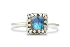 Labradorite Ring in 925 Sterling - Artisan-crafted Stackable Gemstone Rings for Women Sterling Silver - Delicate Ring for Fashion, Gift and Personal Collection