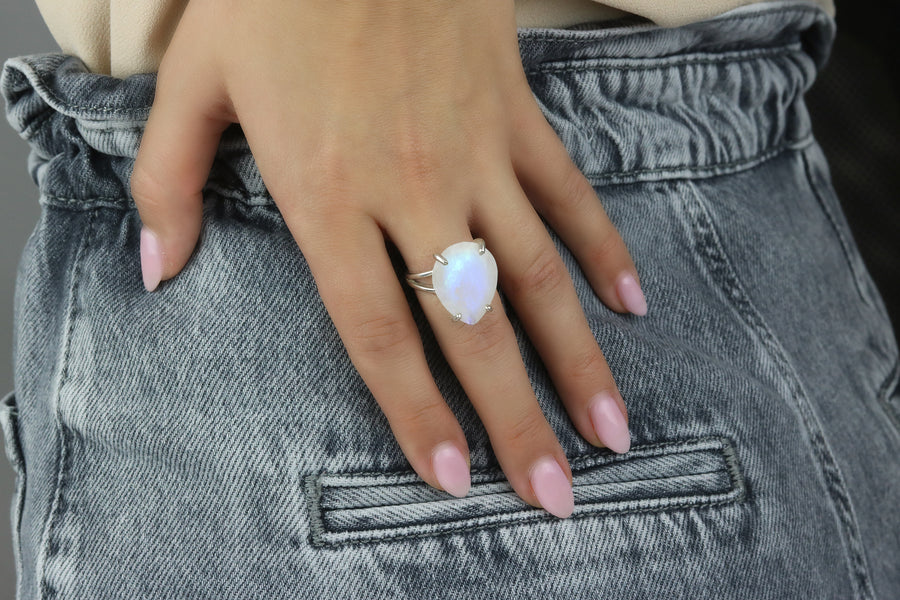 925 Sterling Silver Ring for Women - Modern 14 Carats Moonstone Ring Fit for Weddings, Birthdays, and Casual Events - Handmade