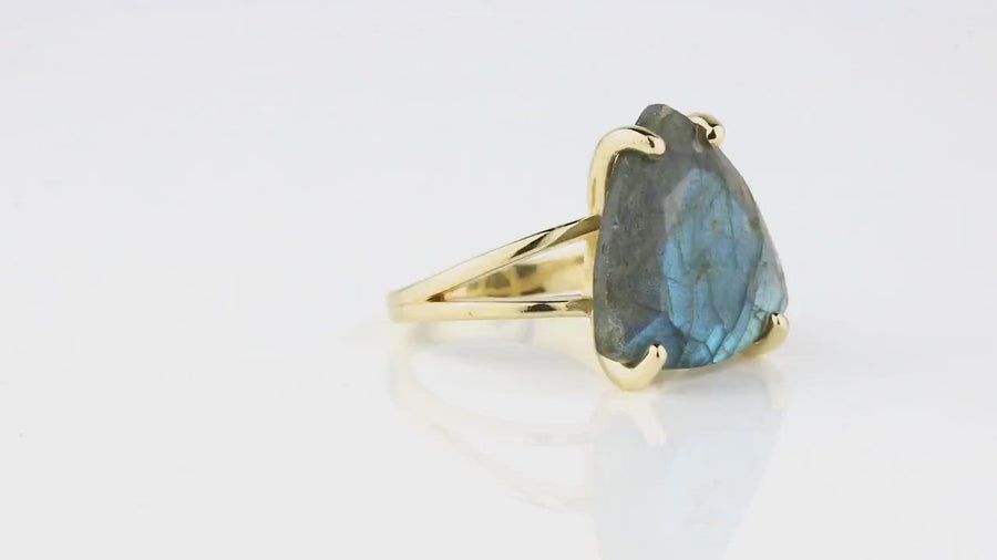 Stunning Labradorite Ring - 15CT Labradorite in 925 Sterling Silver - Gemstone Rings for Women for Formal and Everyday Wear - Engraving Available