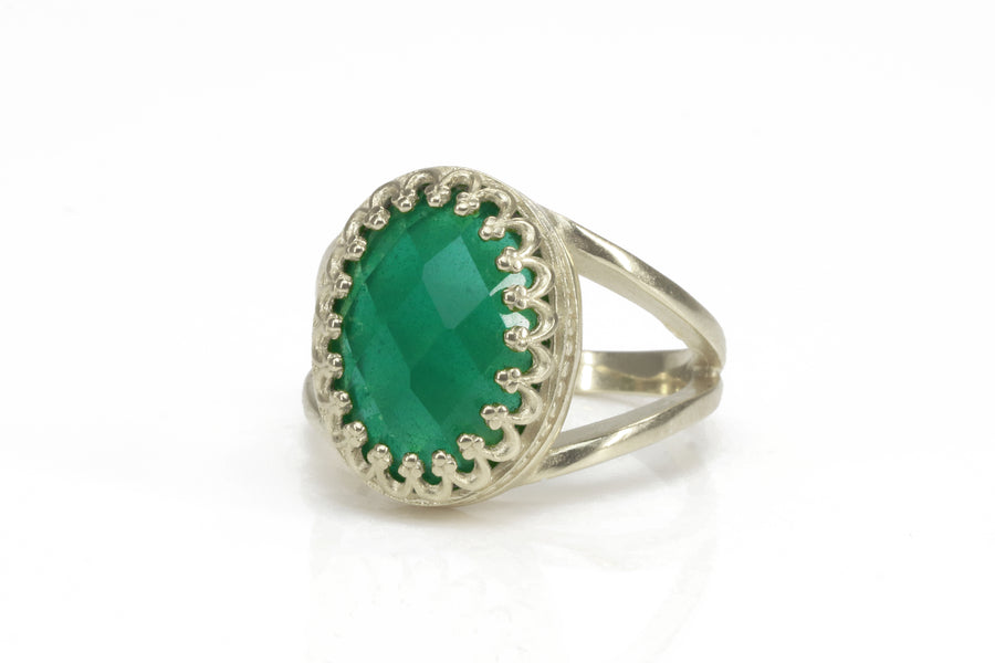 Attractive Green Onyx in 14k Gold-filled Ring Band