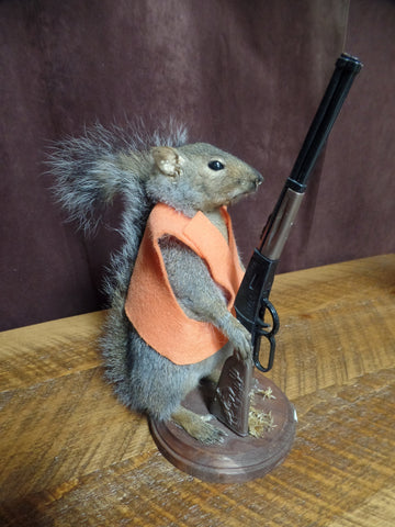 Hunting Squirrel Mount