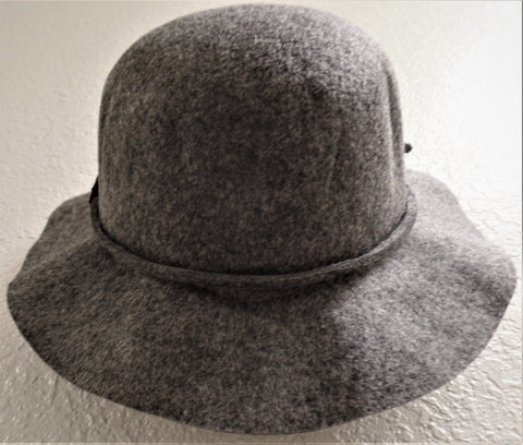 WOMAN'S GREY SMALL BRIM FLOPPY HAT