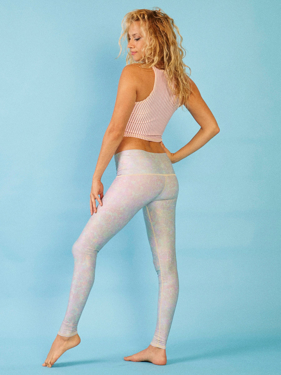Hot Pant- White Snake Opal (Cream thread)