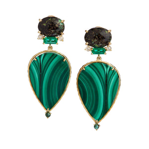 malachite, leopard opal from the lost mines of Zimapan in Mexico, baguette-cut emeralds, and rose-cut diamonds.