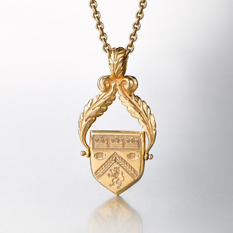 Family Crest Pendant 18k yellow gold