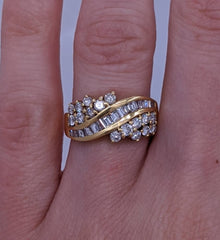 Baguette & Round Diamond Ring 18kt Yellow Gold