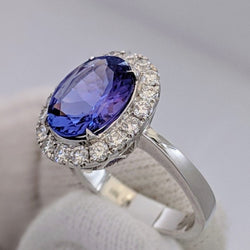 Tanzanite & Diamond Ring 18kt White Gold