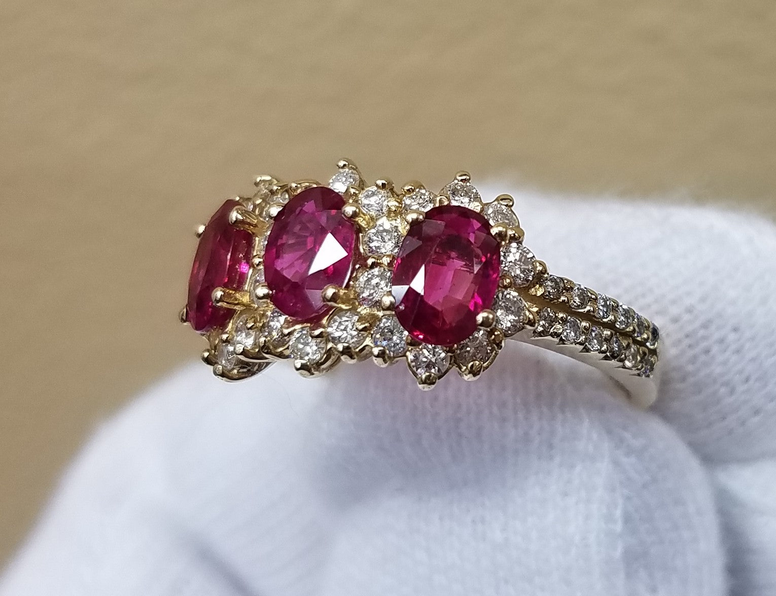 RUBY AND DIAMOND RING 14KT GOLD