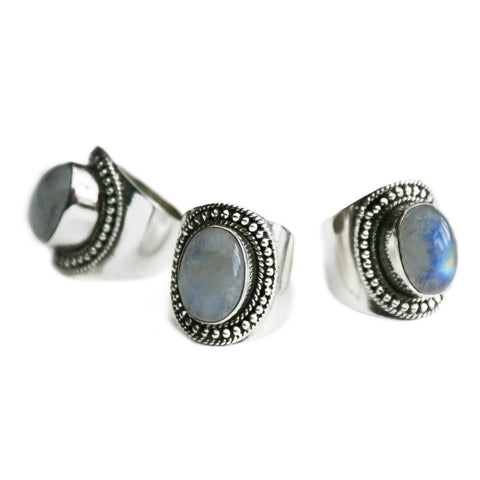 FAY. Large Rainbow Moonstone Amulet Ring (.925 Sterling Silver) | Elnique