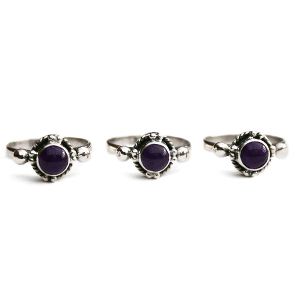 VIVIENNE. Amethyst Circular Gemstone Ring (.925 Sterling Silver) | Elnique