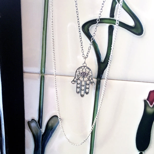 ROSELLE. Silver Layered Hamsa Hand Necklace | Elnique