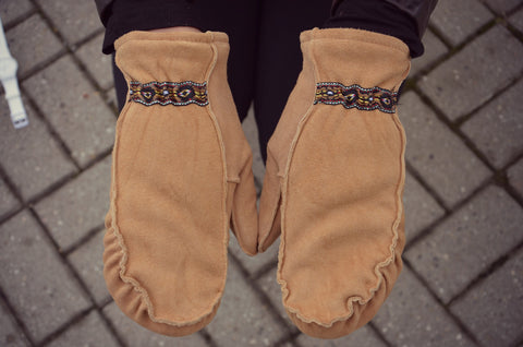 Cozy Fingers, Deer Suede Mitts - Caramel
