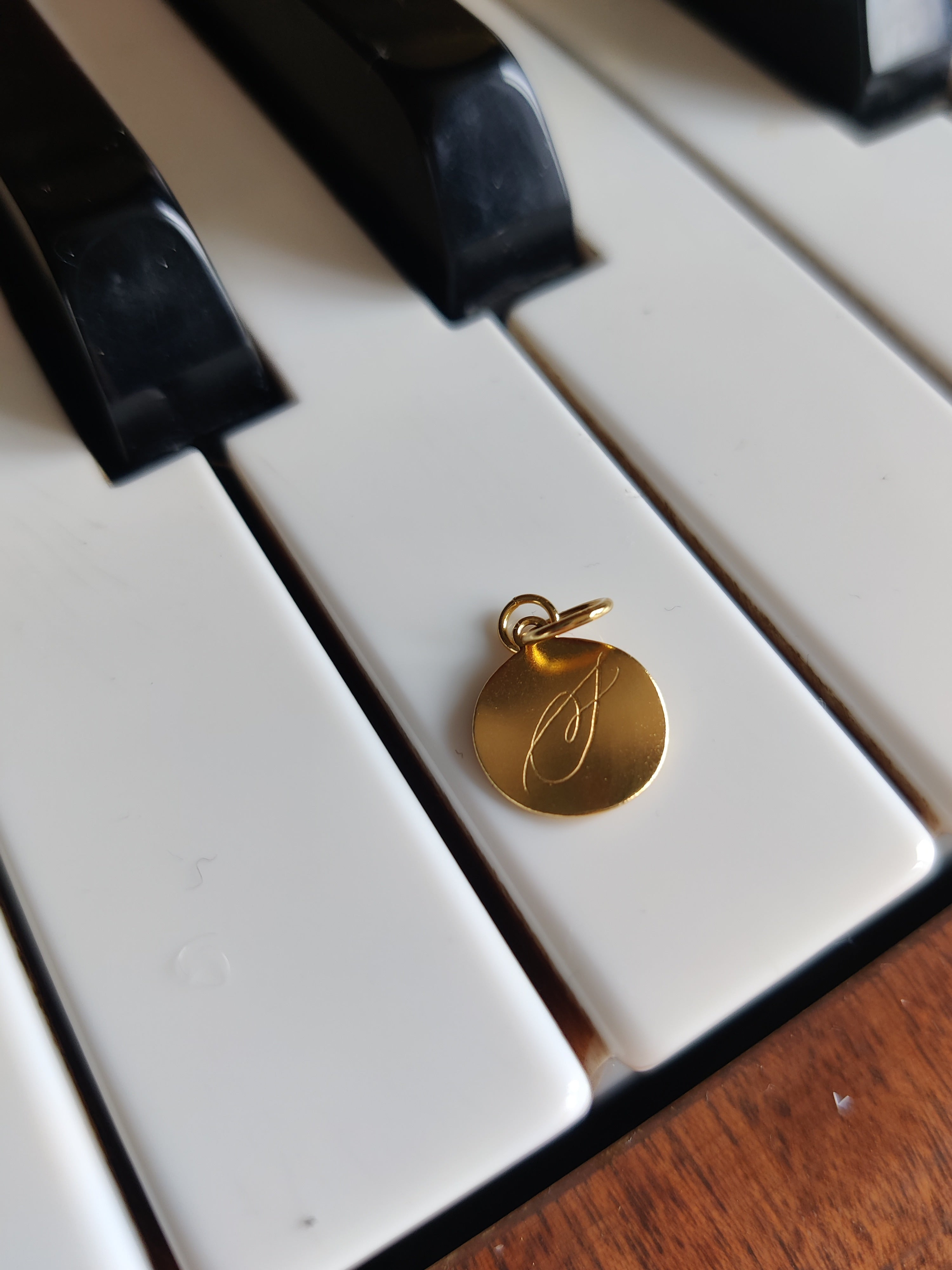 Dreamer coin on Piano