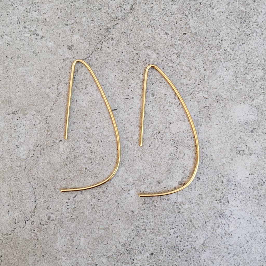 the d hoop earrings in gold by lines and current