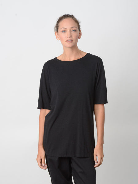 Revue Back Neck Slit Tee / Black