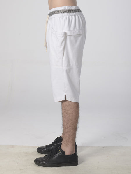Qi Shorts / White