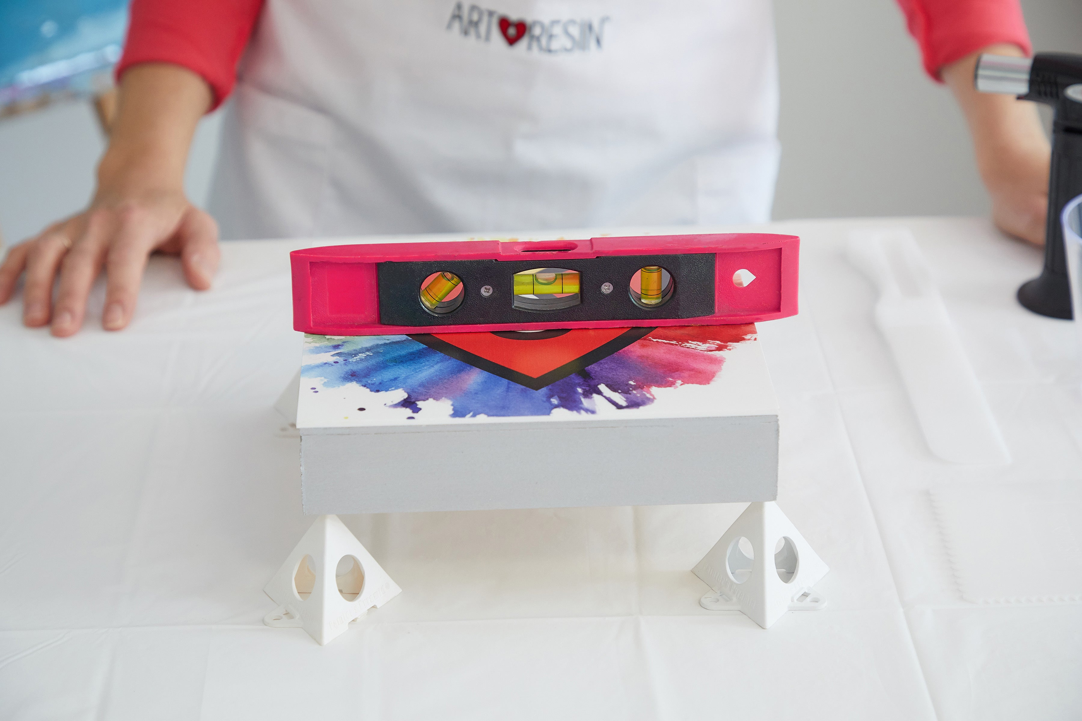 how to level resin art