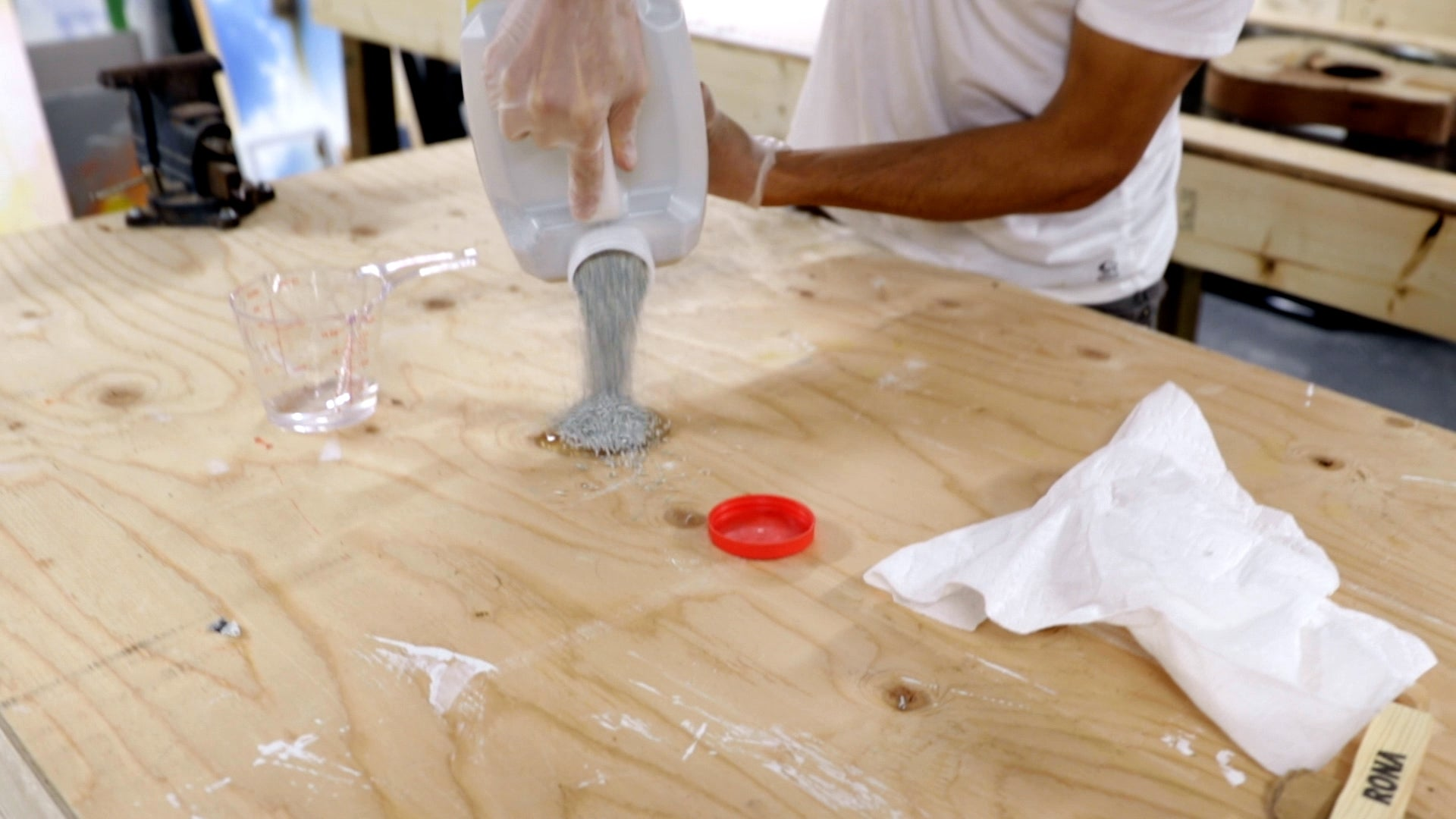 pour kitty litter on resin spill to clean up