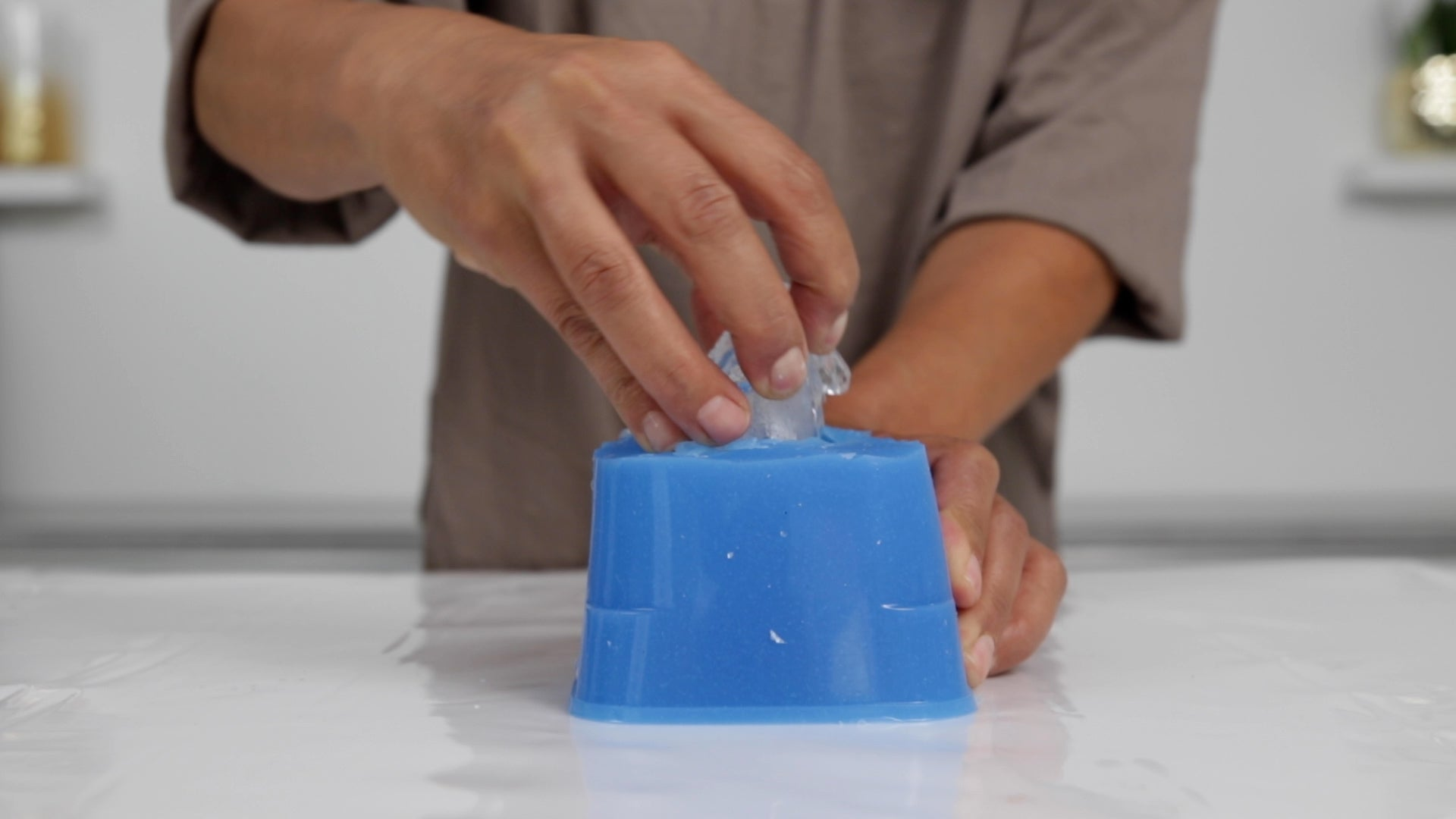 remove resin crystal from silicone mold