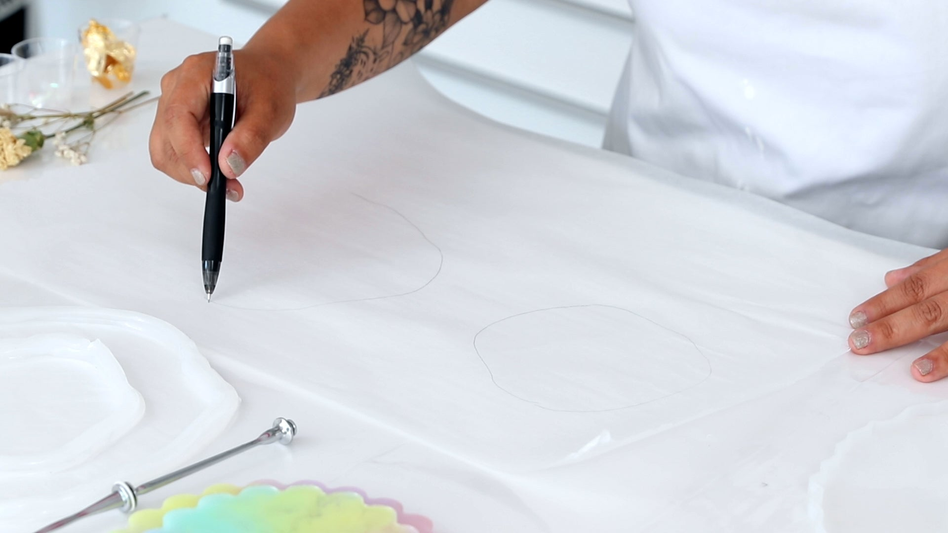 build a custom mold silicone caulking trace onto parchment paper