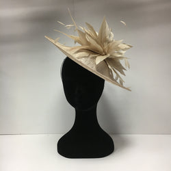 hat hire, fascinators for hire, fascinators, headpiece, hat hire epsom, cheap hat hire