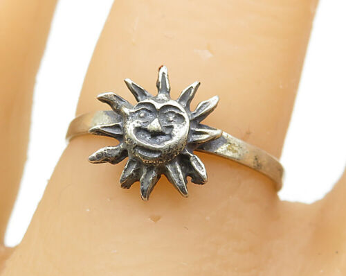 925 Sterling Silver - Vintage Carved Petite Sun Face Band Ring Sz 7 - R6886