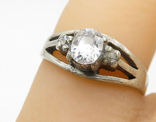 925 Silver - Vintage Cubic Zirconia Solitaire With Accents Ring Sz 6 - R7443