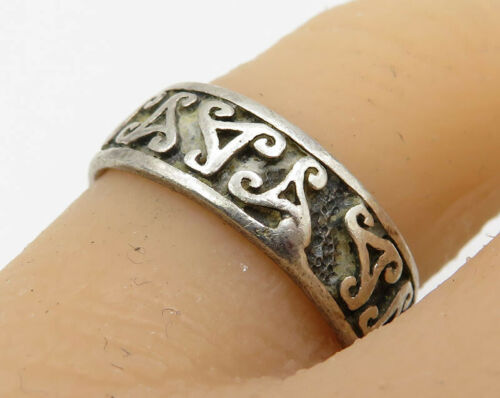 925 Sterling Silver - Vintage Tribal Symbol Pattern Detail Band Ring - R2141