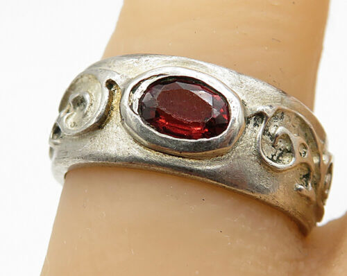 925 Sterling Silver - Vintage Garnet Bali Designed Band Ring Sz 7 - R5519