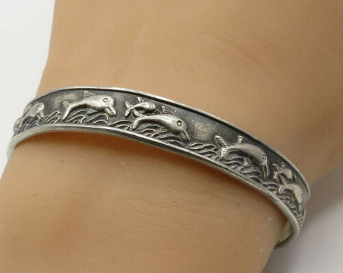925 Sterling Silver - Vintage Swimming Dolphin Detail Cuff Bracelet - B2184