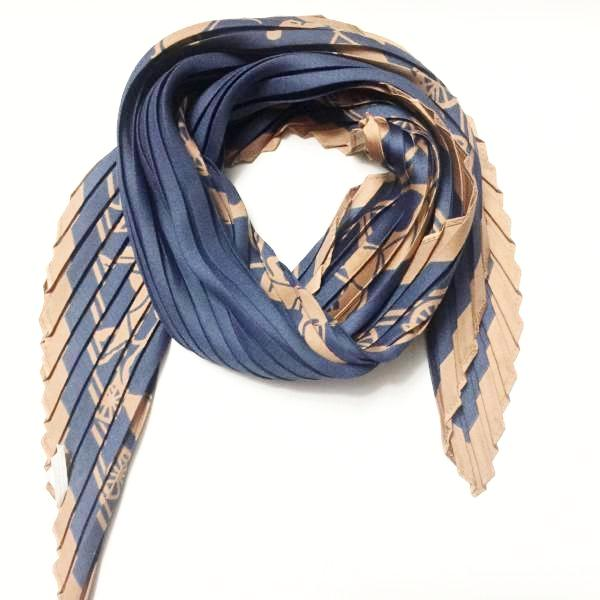 Pleated Scarf- Horse Carriage