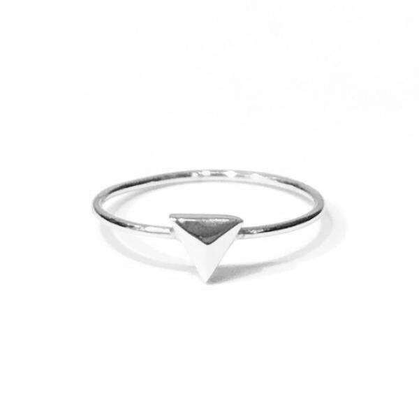 Geovana Pyramid Ring