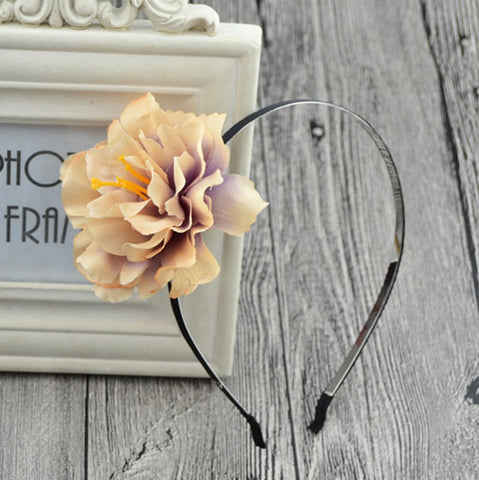 Pop of Flower Headband in Gold