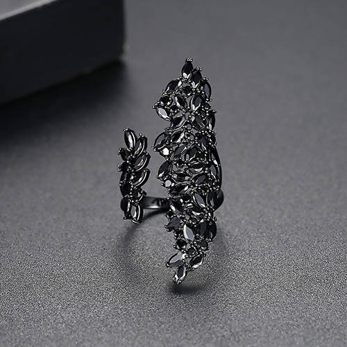 Big Flower Black Stone Ring - Saverah Village