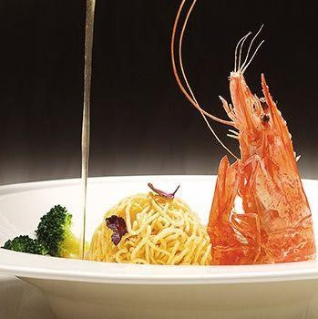 Crispy Noodle Ball with Live Prawn ($12/pax)