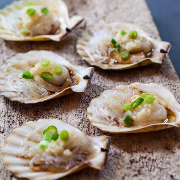 Steamed Whole Scallop with Minced Garlic