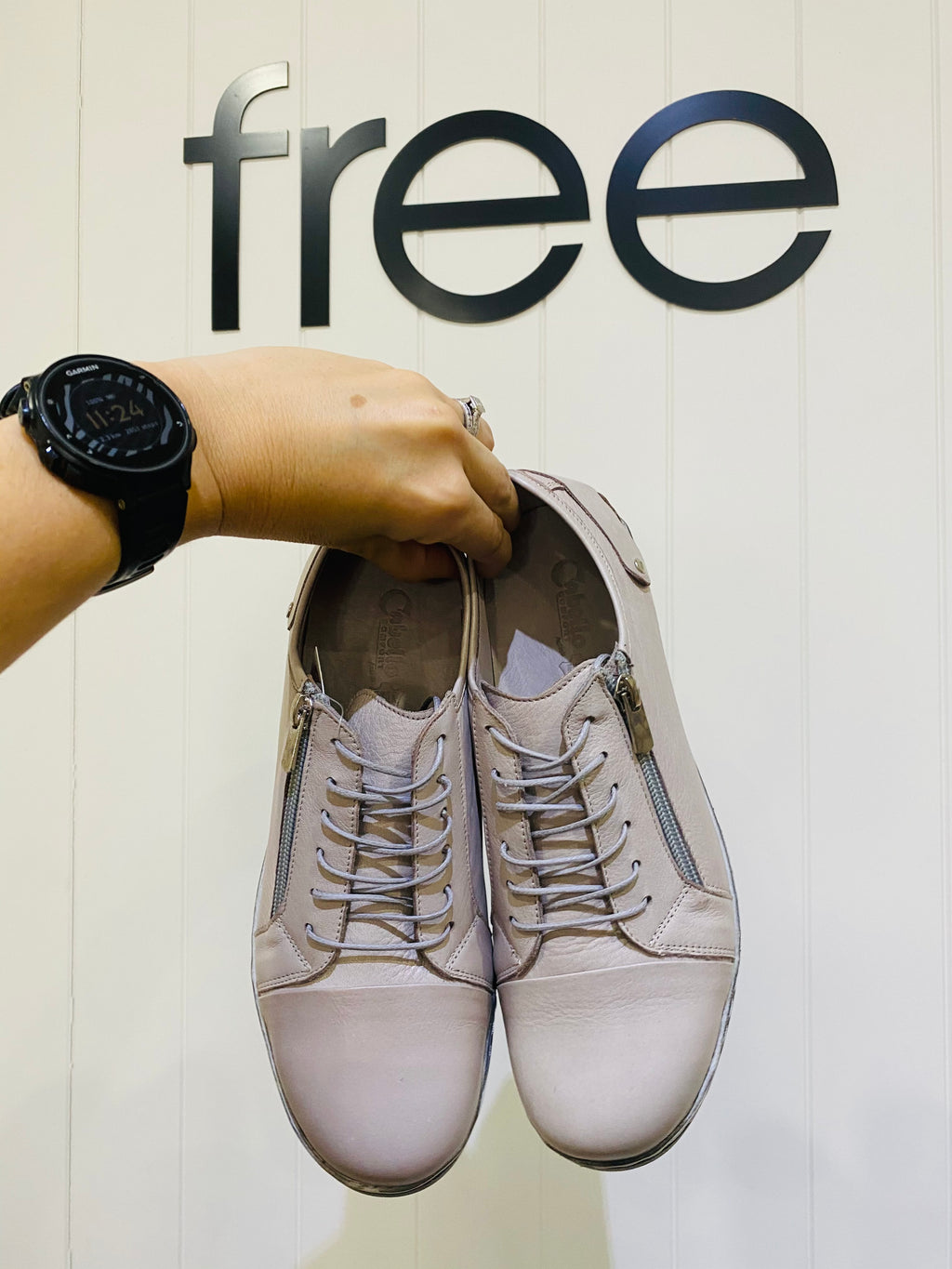 BARBELLO LACE UP || TAUPE