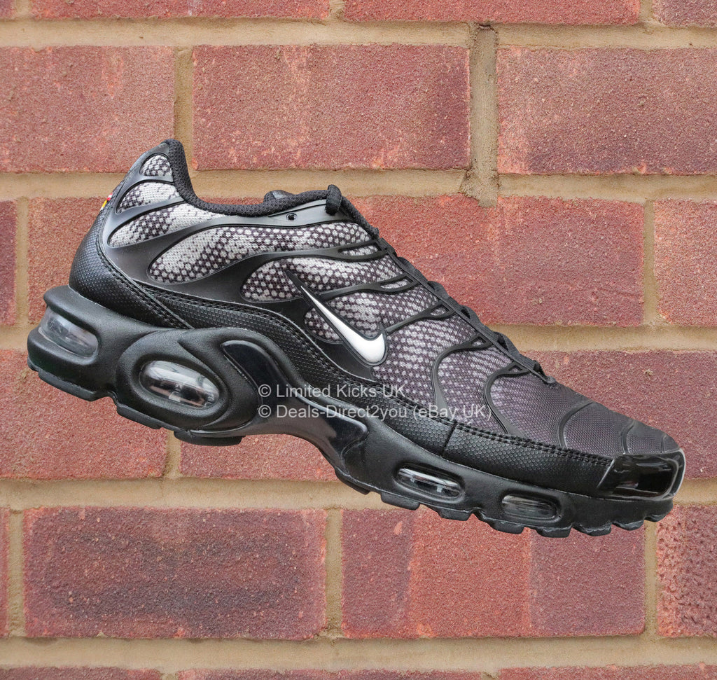 nike air max plus tn tuned 1 black white dark grey. Black Bedroom Furniture Sets. Home Design Ideas