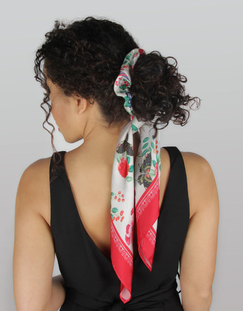 Red Royal Apartment - Scrunchie Bandana