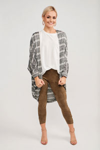 trendy cardigan layered outfit for women