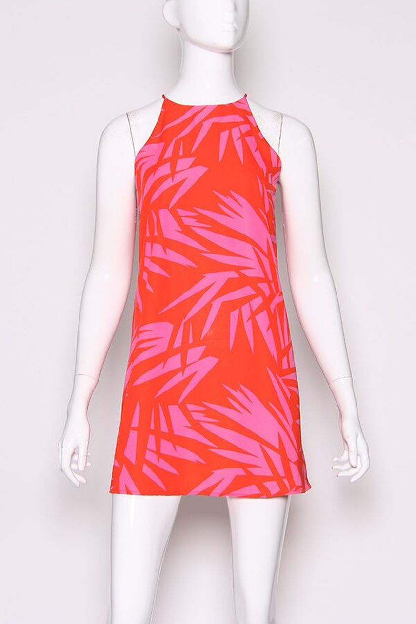This perfect for the summer printed dress has hot pink leaf prints on this sleeveless dress. It has a high u-neckline that leads down into a relaxed shift silhouette.