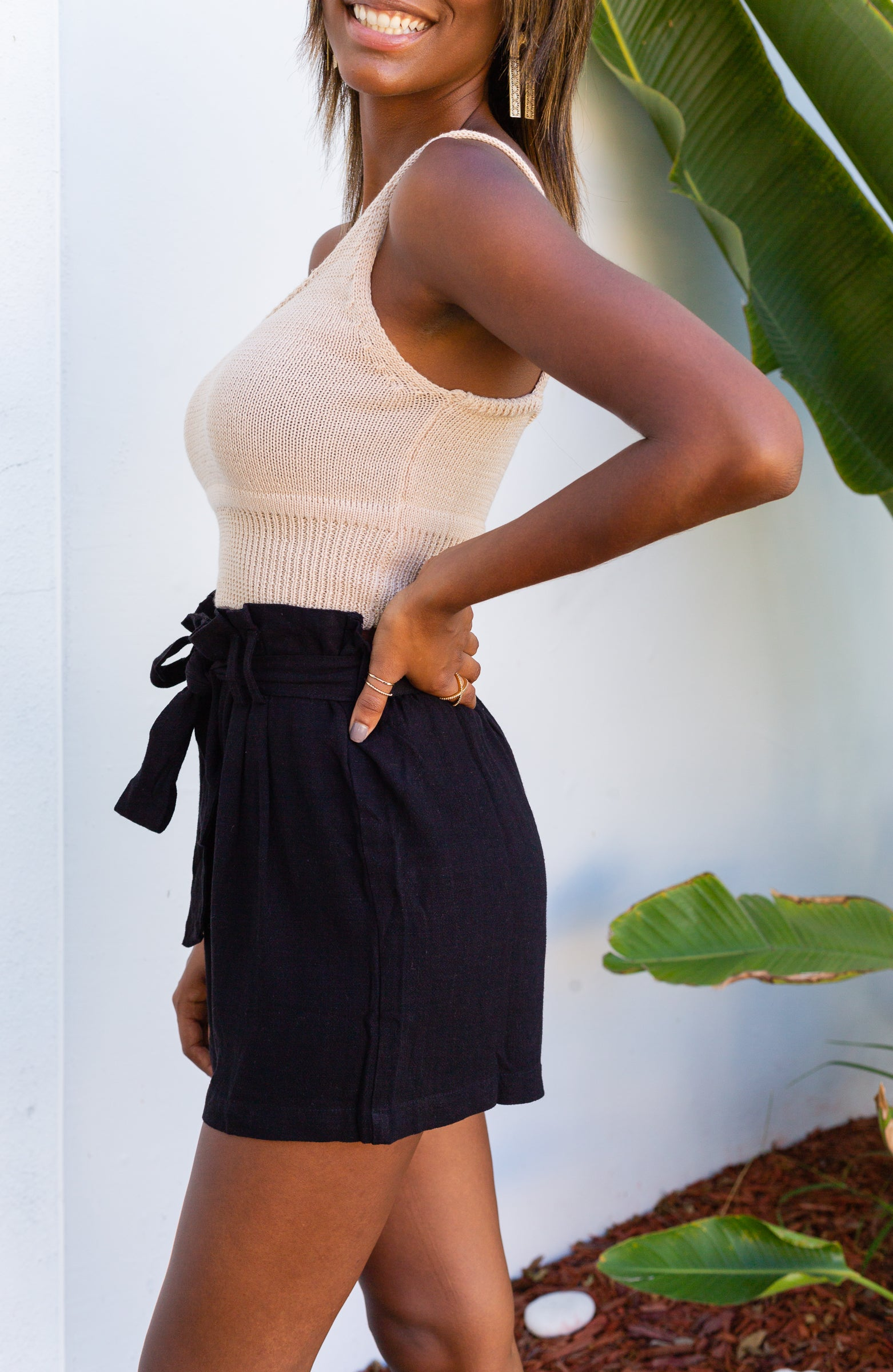 These black shorts have a paper bag style elastic waistband with button detailing before going down into relaxed and comfortable shorts.