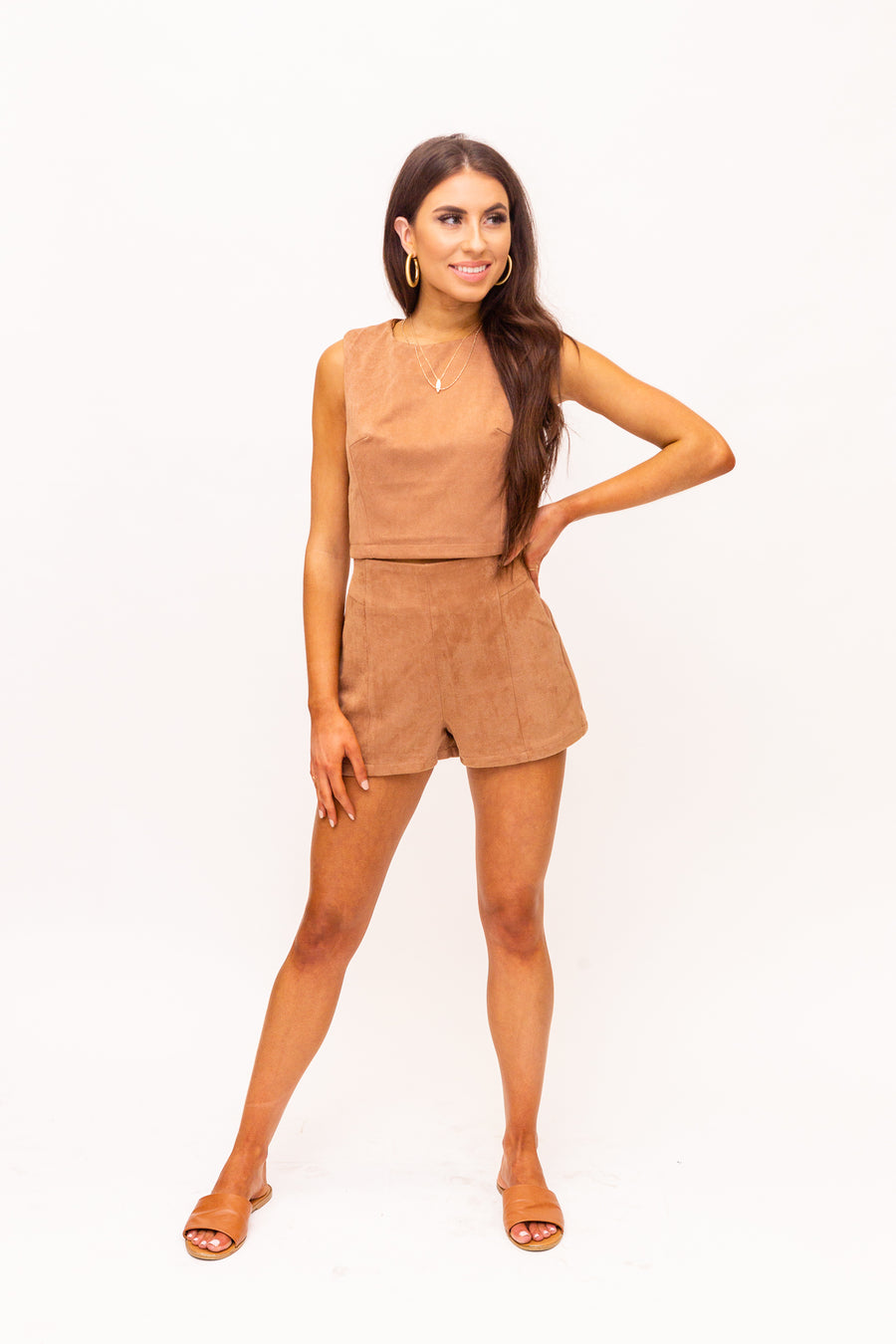 These suede shorts have a fitted waistband and go down into a relaxed-fit and darted front. These autumn shorts feature a zipper with a hook and eye closure on the back.
