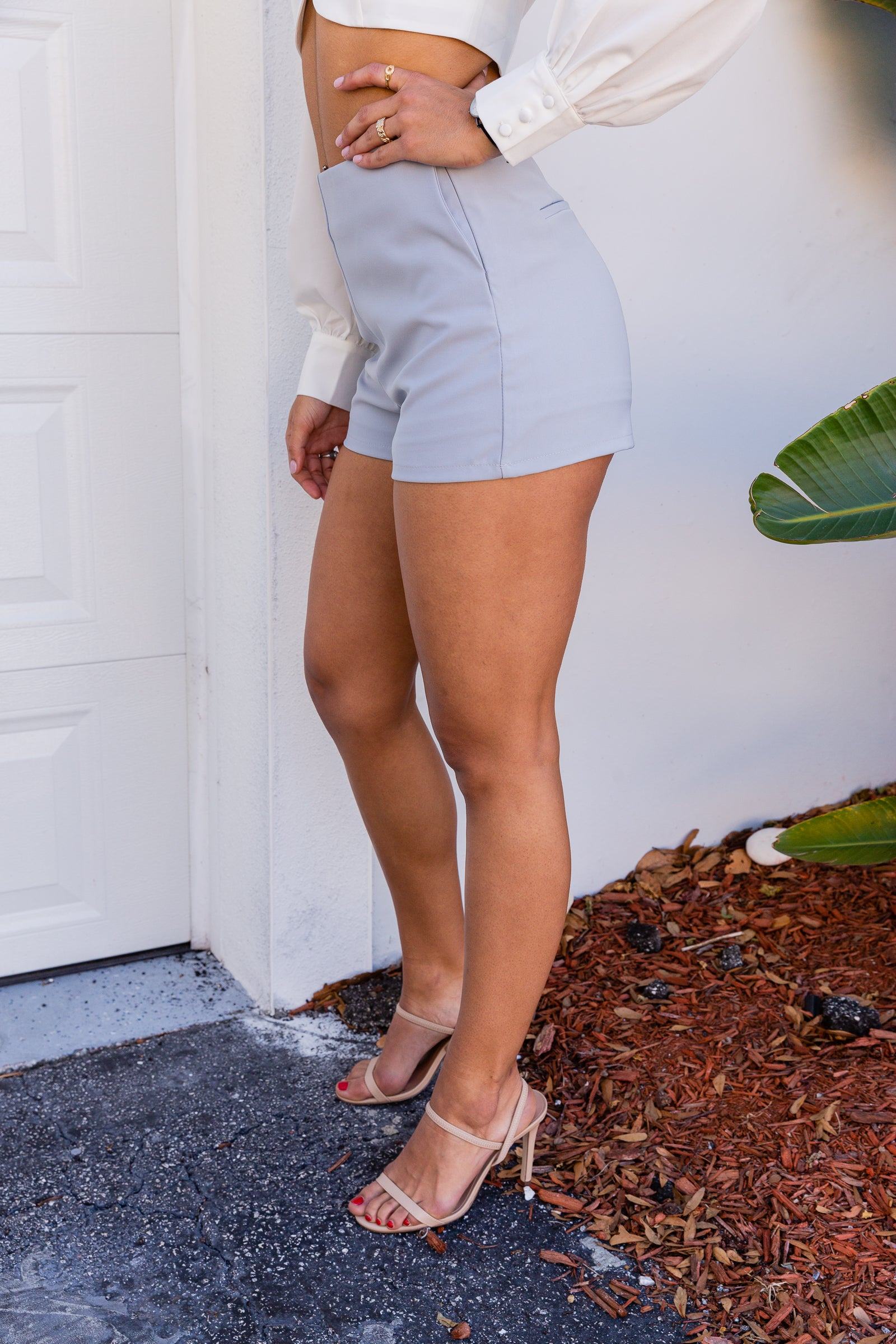 These dual-layered shorts have a fitted waistband leading to side pocket to hip-hugging and fitted shorts. These chic shorts feature a faux-pocket hem on the back.